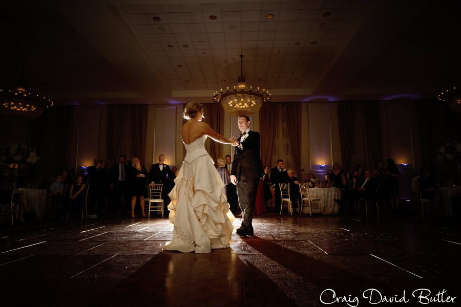 creative lighting during Bride and Groom first dance.