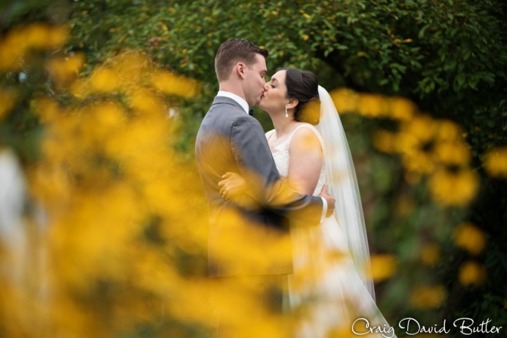 using flowers in the wedding photos