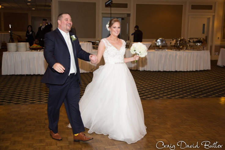 FairlaneClub-Dearbron-Wedding-Photos-1035