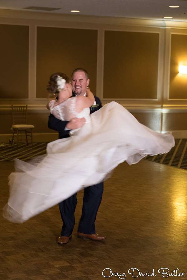 FairlaneClub-Dearbron-Wedding-Photos-1042