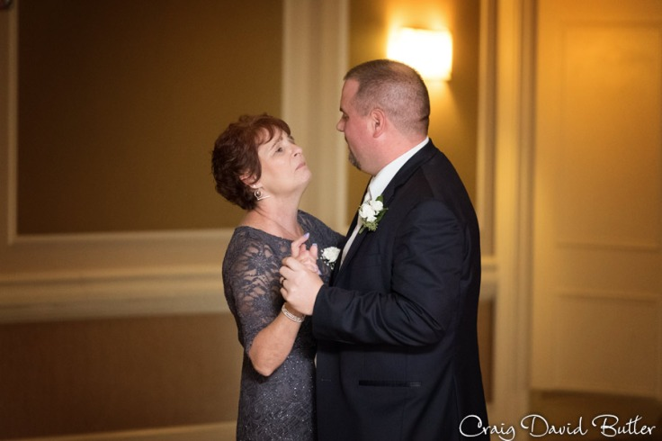 FairlaneClub-Dearbron-Wedding-Photos-1045