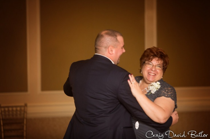FairlaneClub-Dearbron-Wedding-Photos-1046